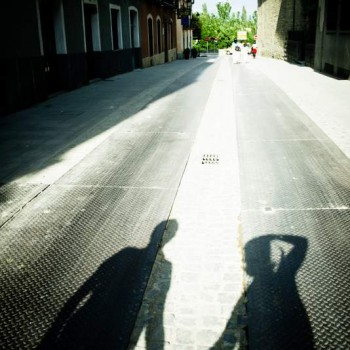 1-stockvault-shadow-of-a-couple-holding-hands132418